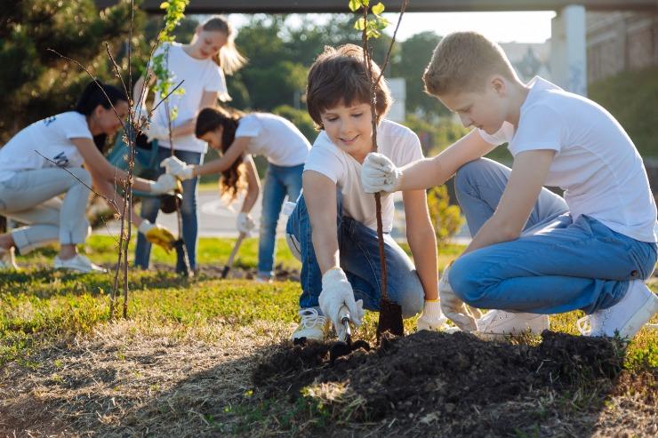 Kids-planting-trees